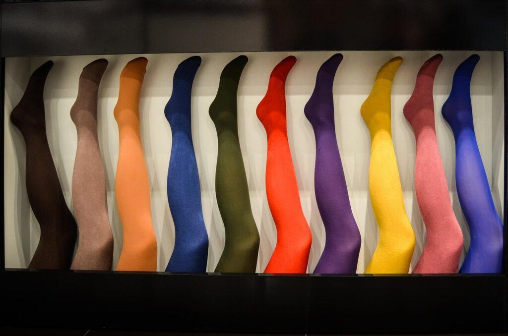 Strumpbyxor i starka färger - svarta, olivgröna, orangea, blå, lila osv.