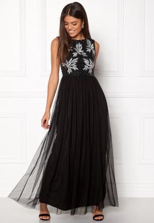 Läcker svart klänning med dragkedja.