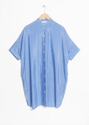 Häpnandsväckande blå miniklänning.