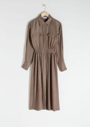 Billig och riktigt snygg klänning med knappar.