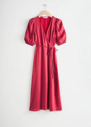 Sjukt söt röd långklänning i satin.