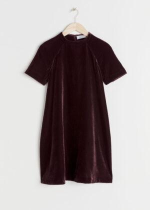 Snygg lila miniklänning med krage.
