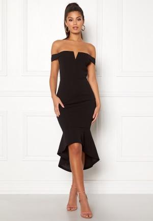 Jättefin svart v-ringad klänning från AX Paris med dragkedja.