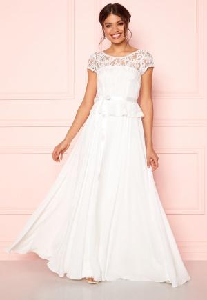 Riktigt snygg vit v-ringad klänning i chiffong.