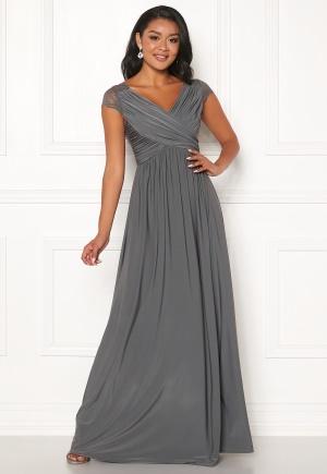 Söt grå v-ringad klänning från Chiara Forthi med v-ringning.