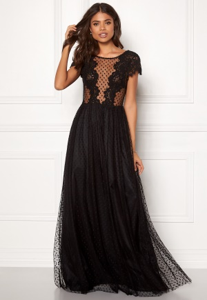Sjukt söt svart prickig klänning från Ida Sjöstedt.