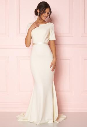 Flirtig vit stretchig klänning från Zetterberg Couture med dragkedja.
