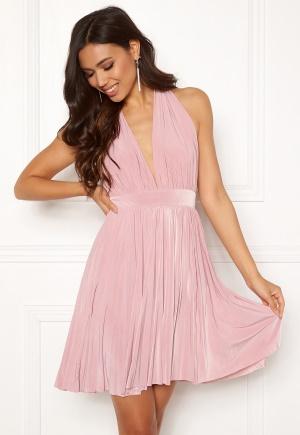 Fin rosa miniklänning från Goddiva med plisserad kjol.