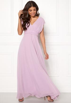 Lång chiffongklänning med dragkedja. Klänningen är lila och cool.
