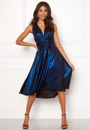 Häpnandsväckande blå stretchig klänning i stretch.
