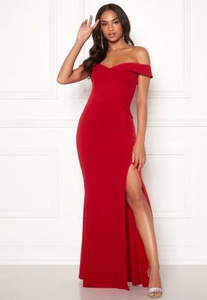 Romantisk röd stretchig klänning från Goddiva med öppna axlar.