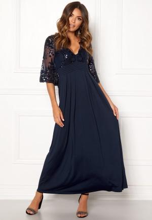 Dark blue volangklänning med v-ringning från Happy Holly.