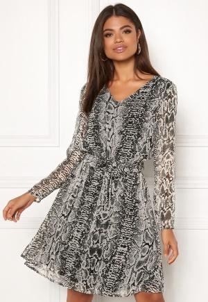 Modemedveten grå midiklänning från ICHI.