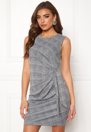 Grå miniklänning i stretch från Make Way med dragkedja till billigt pris.