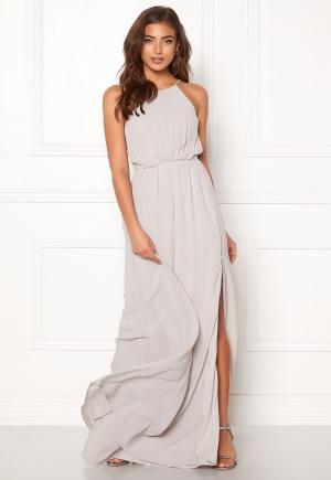 Romantisk grå klänning med axelband.