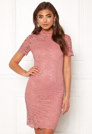 Cool rosa klänning med dragkedja i spets.