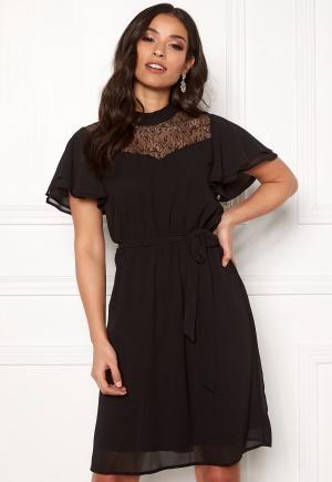 Billig och riktigt snygg kort klänning i spets.