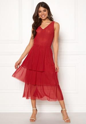 Röd stretchig klänning med v-ringning till rabatterat pris.