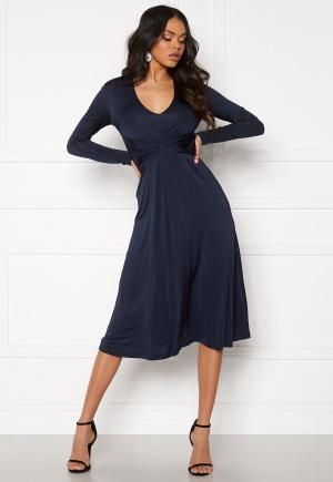 Sjukt snygg blå stretchig klänning från Samsøe & Samsøe med v-ringning.