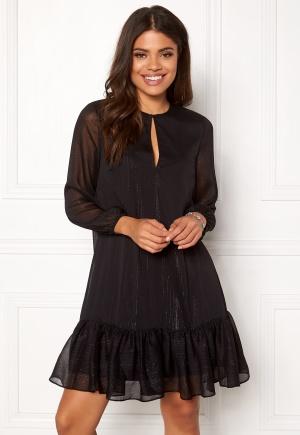 Sjukt söt svart volangklänning från Stylein.