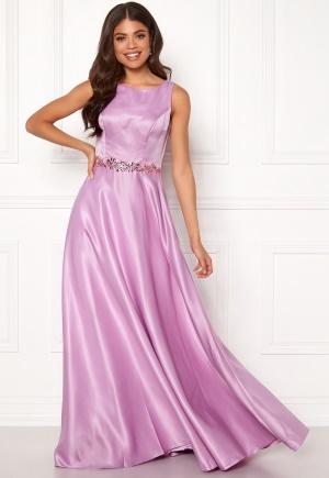 Violet balklänning från SUSANNA RIVIERI.