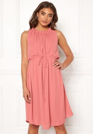Tidlös rosa festklänning.