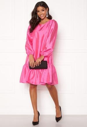 Tidlös rosa midiklänning.