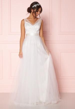 Klänning med dragkedja med axelband. Klänningen är vit och söt.