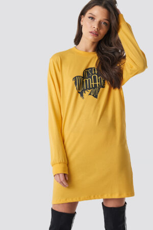 Linn Ahlborg x NA-KD Oversized LS T-Shirt Dress - Yellow