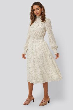NA-KD Boho Prickig Volangklänning - White