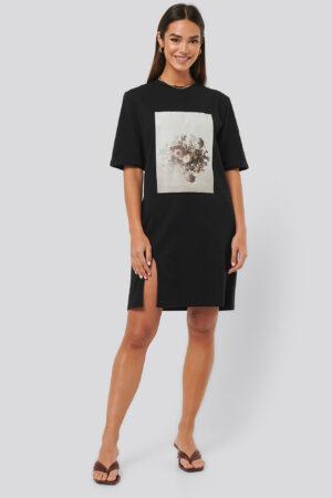 NA-KD Trend Printed Side Slit Tee Dress - Black