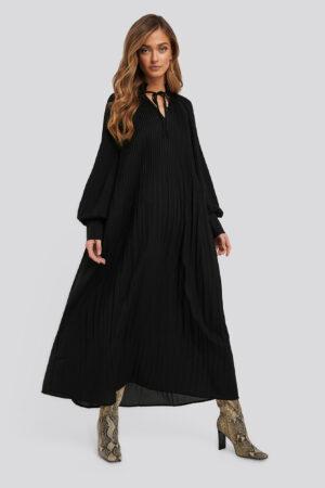 NA-KD Trend Tie Neck Pleated Dress - Black