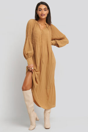 NA-KD Trend Tie Neck Pleated Dress - Beige