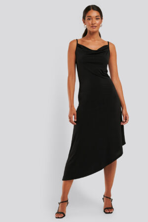 NA-KD Party Asymmetrisk Klänning Med Vattenfallsfåll - Black