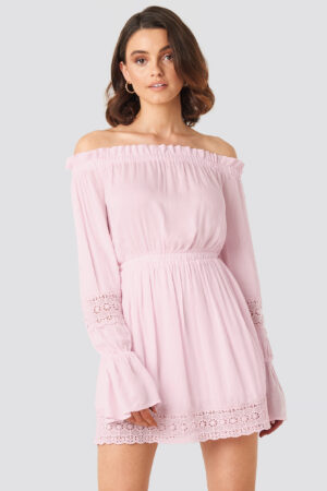 Queen of Jetlags x NA-KD Off Shoulder Lace Detail Frill Dress - Pink