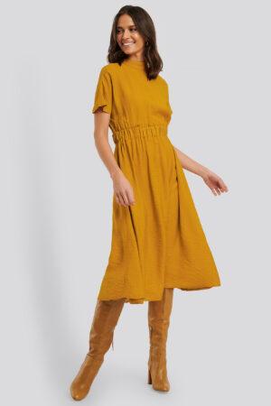 Trendyol Midiklänning Med Hög Hals - Yellow