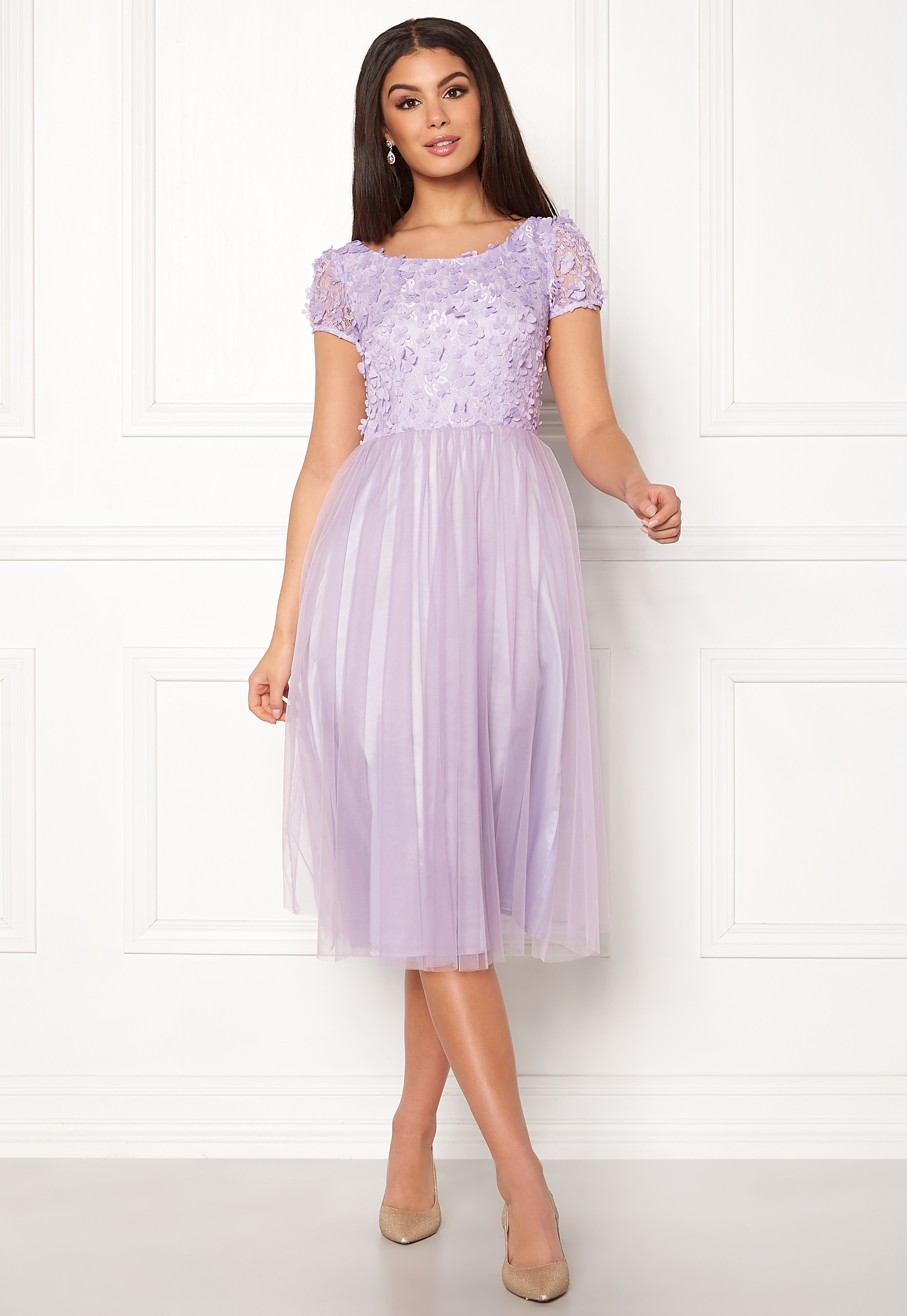 Vacker lila klänning med tyllkjol. Designad av Ida Sjöstedt