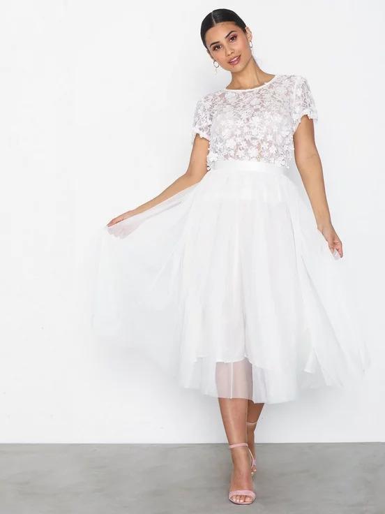 Ida Sjöstedt vit och luftig kjol i tyll