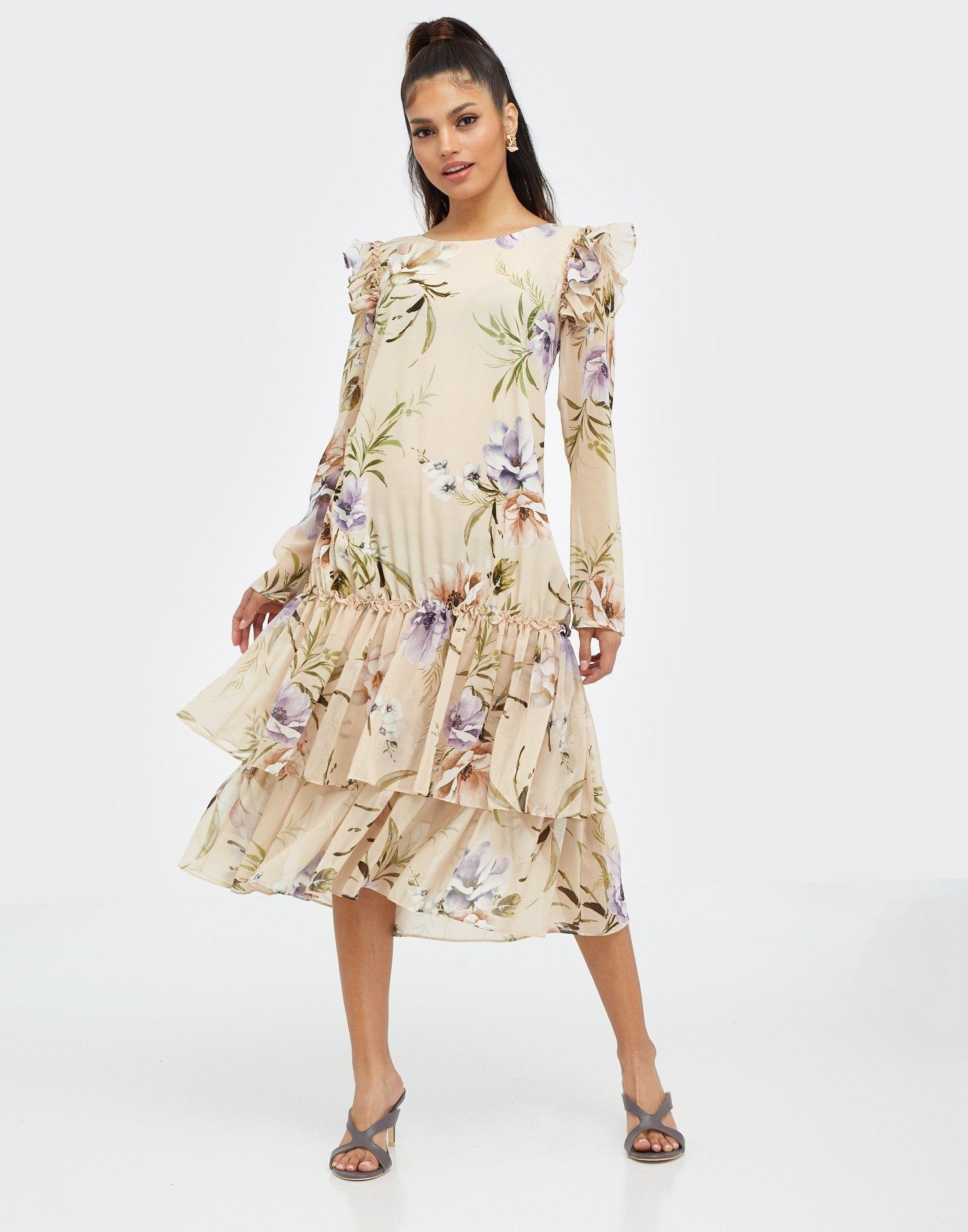 Blommönstrad midiklänning med volanger.