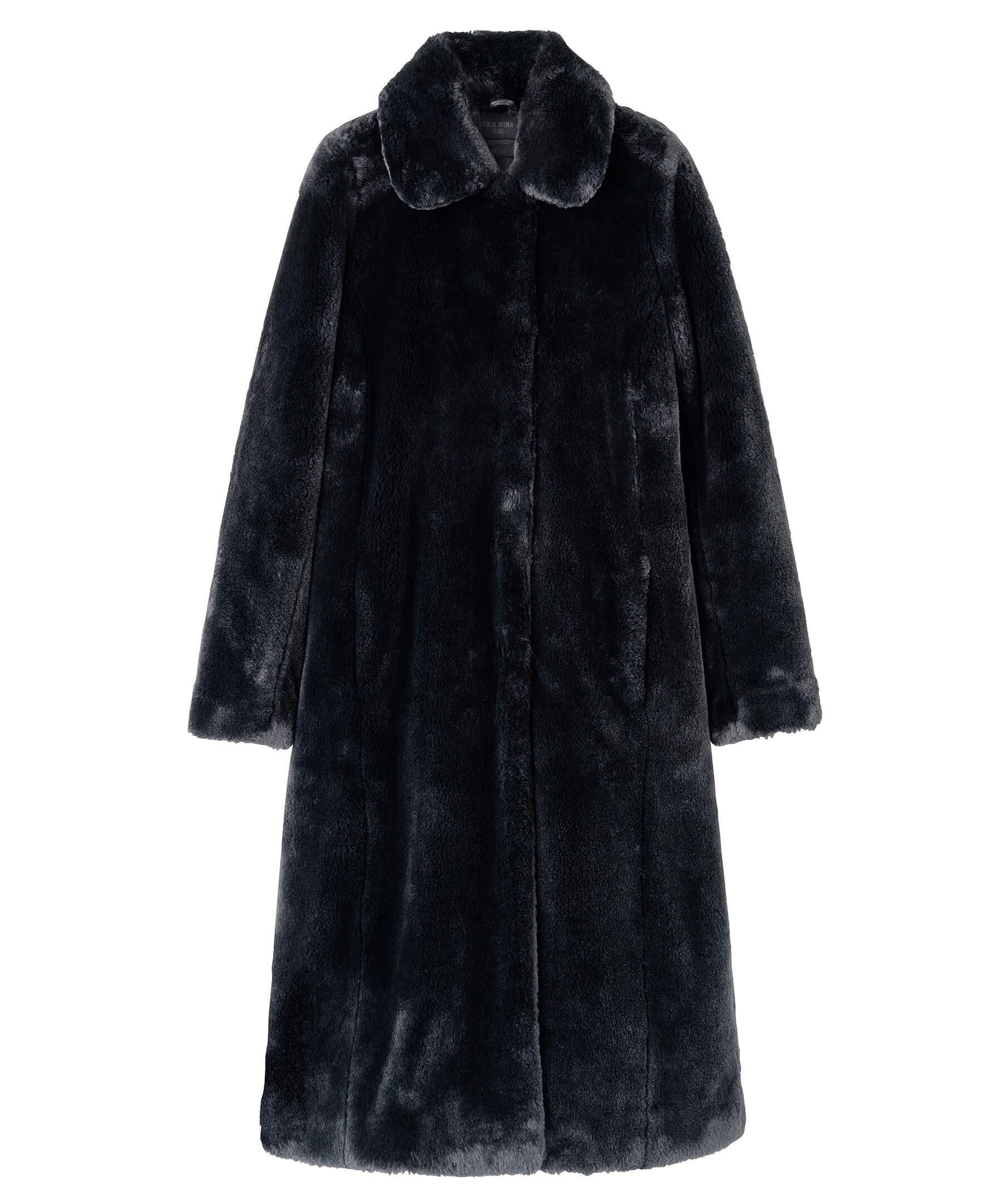 En svart, lång kappa i fuskpäls från Tiger of Sweden.