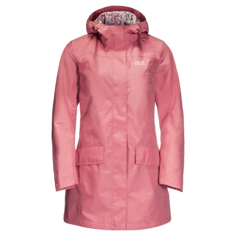 En regnkappa från Jack Wolfskin i rosa färg. Förutom den fina färgen på kappan, gör det faktum att den är gjord i 100% återvunnet material att vi älskar den mer!