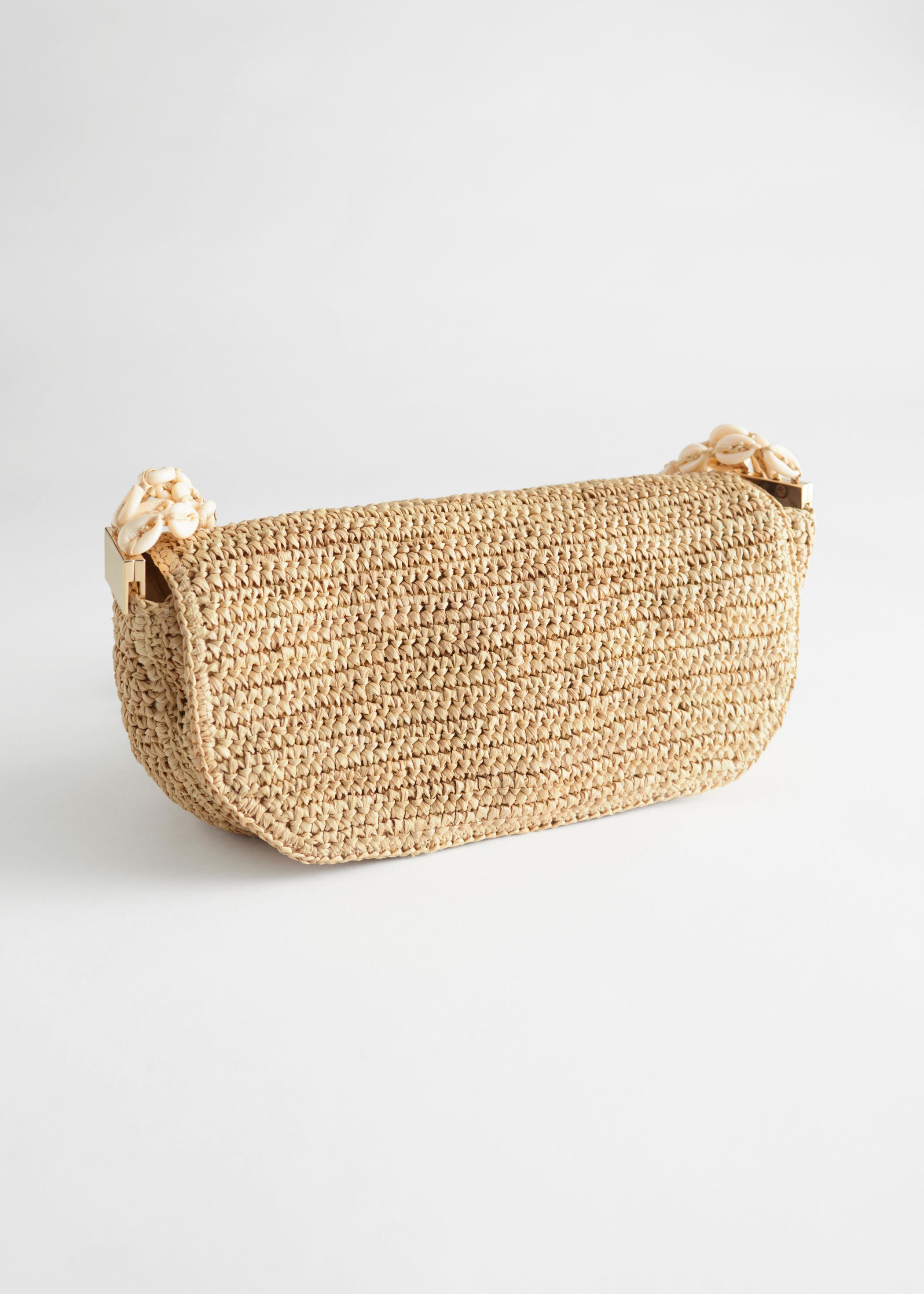 Handväska i strå med snäckband och gulddetalj