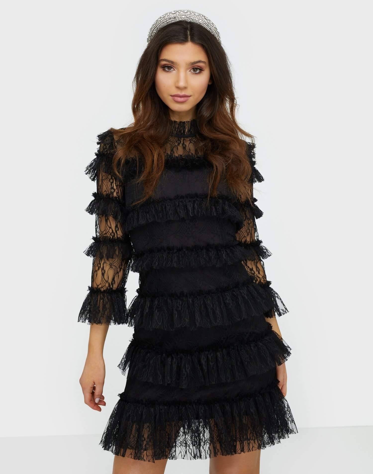 Svart kortare klänning i spets