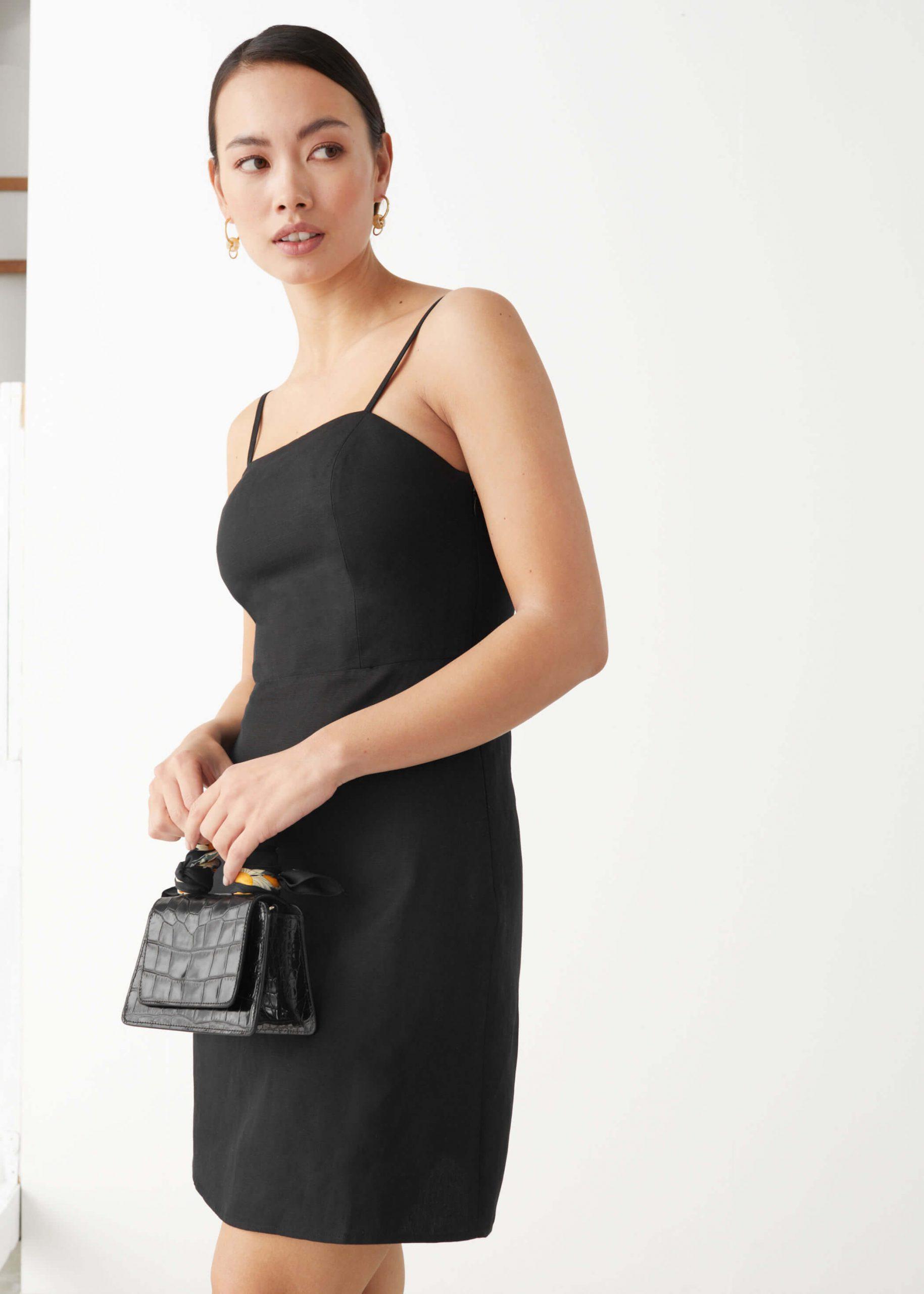 Svart kort klänning i linne-mix
