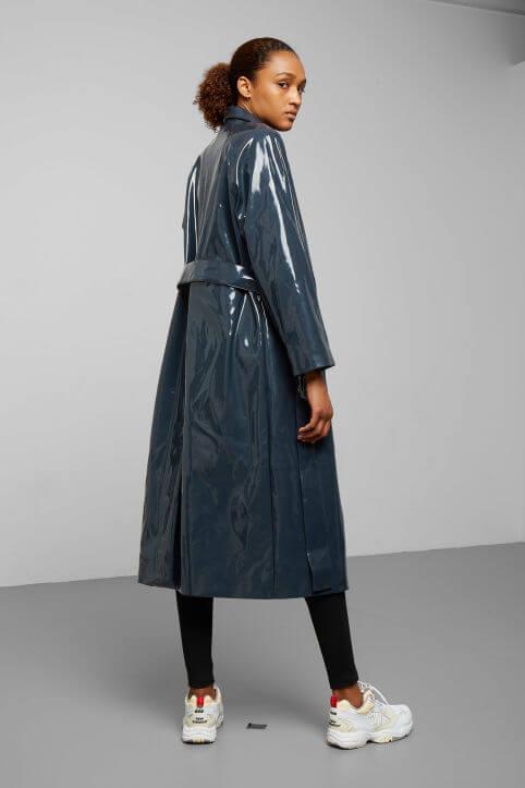 Glansig kappa i gråblå färg
