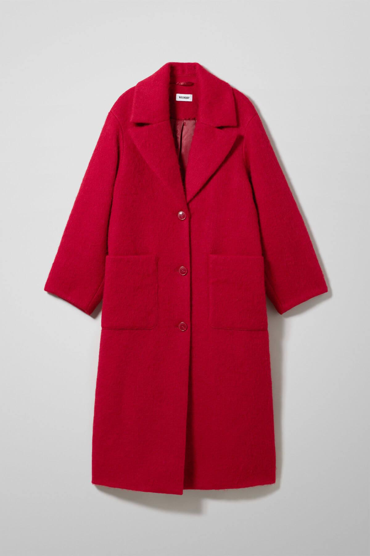 Röd kappa med stor krage
