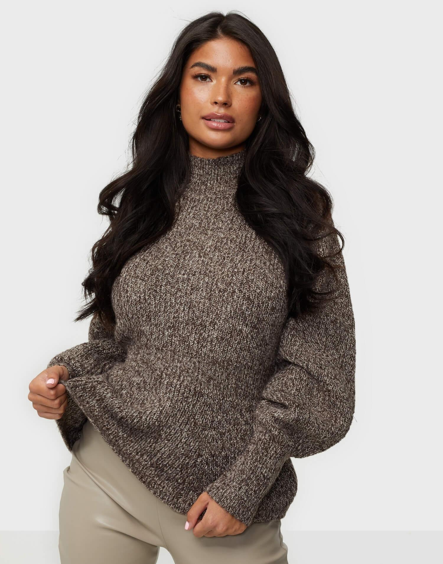Stickad grå tröja hög krage Vero Moda.