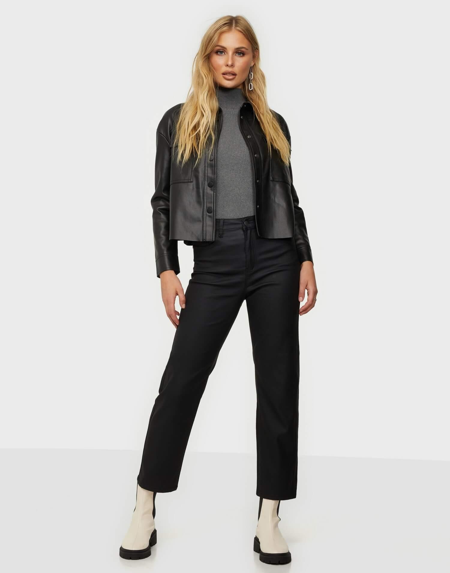 Svarta korta jeans