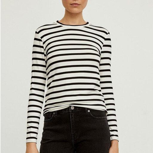 svartvit randig tröja