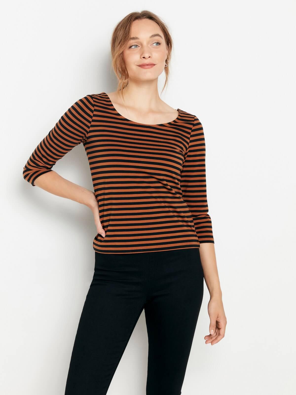 brunrandig tröja i bomull